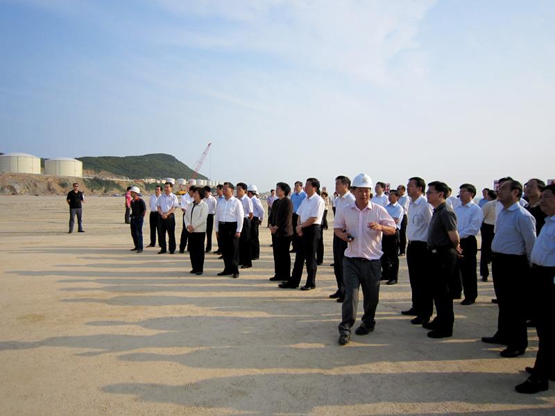 省委领导高度重视漳州古雷莅临现场视察指导